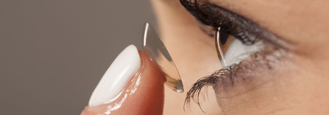 Port de lentilles sclérales